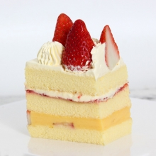 绛莓映雪[草莓布丁蛋糕]